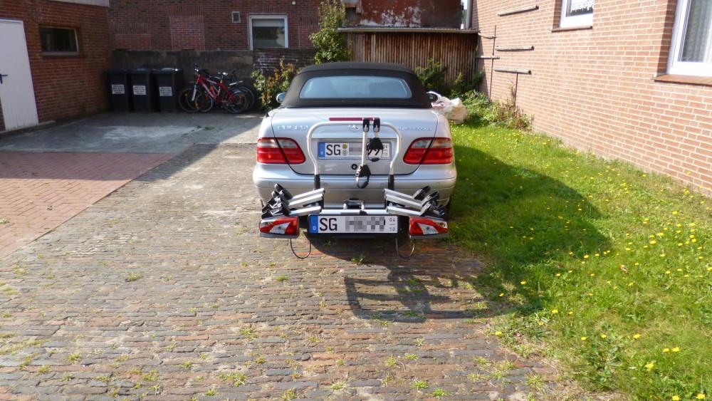 Auto mit Fahrradträger im Urlaub